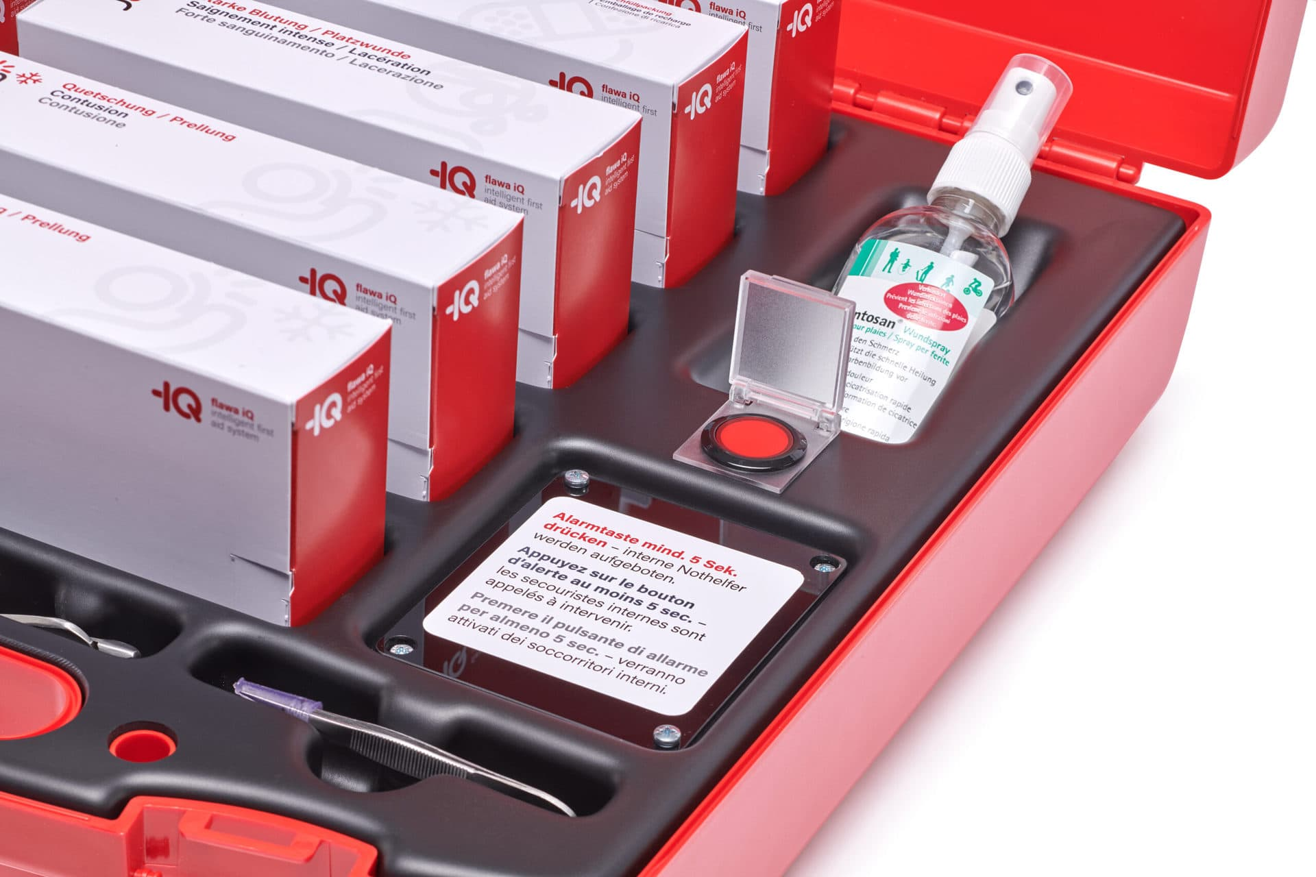 integrierter Alarmknopf im flawa iQ Notfallkoffer